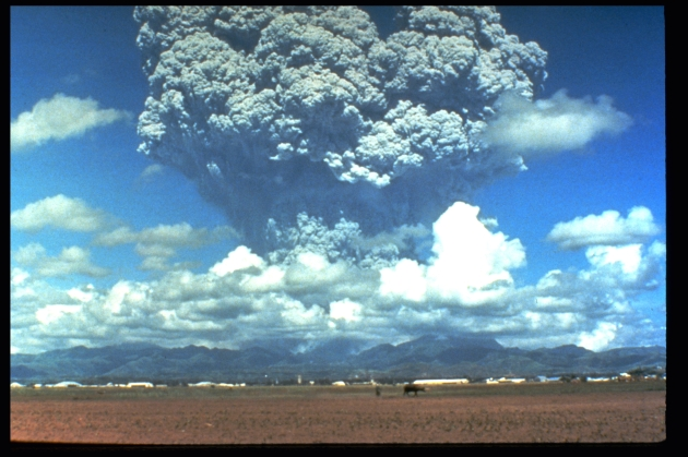 pinatubo91_eruption_plume_06-12-91