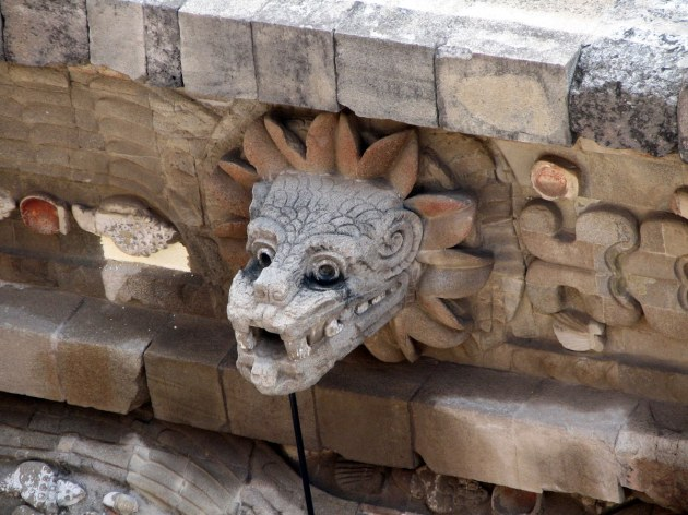 busto quetzalcoatl en teotihuacàn