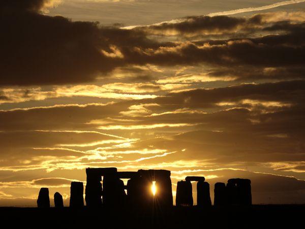 stonehenge-sunset_24764_600x450